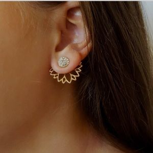 Jewelry - Rhinestone lotus ear cuff